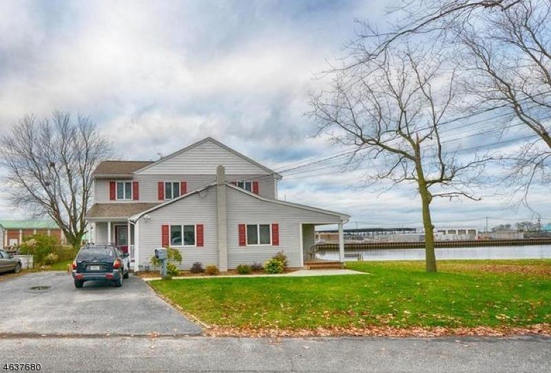 Частный односемейный дом для того Продажа на 90 Stockton Lake Blvd Manasquan, Нью-Джерси 08736 Соединенные Штаты