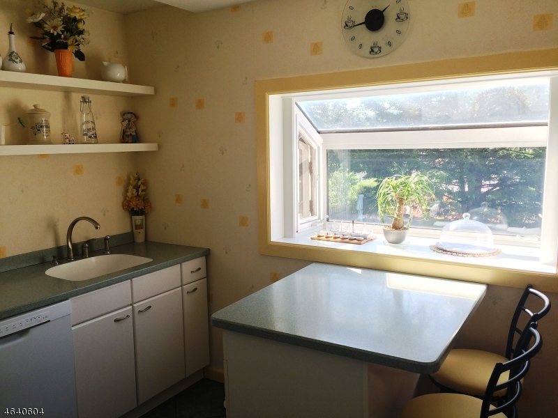 Additional photo for property listing at 25 Johnson Road  West Orange, Nueva Jersey 07052 Estados Unidos