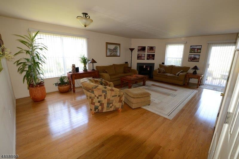 Частный односемейный дом для того Аренда на 12 Victoria Drive Somerset, 08873 Соединенные Штаты