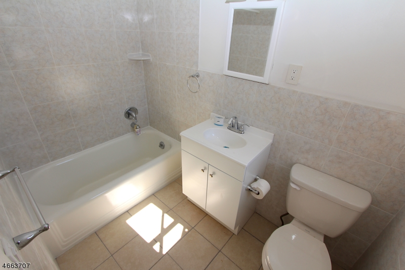 Additional photo for property listing at 47 River Edge Road  River Edge, 新泽西州 07661 美国