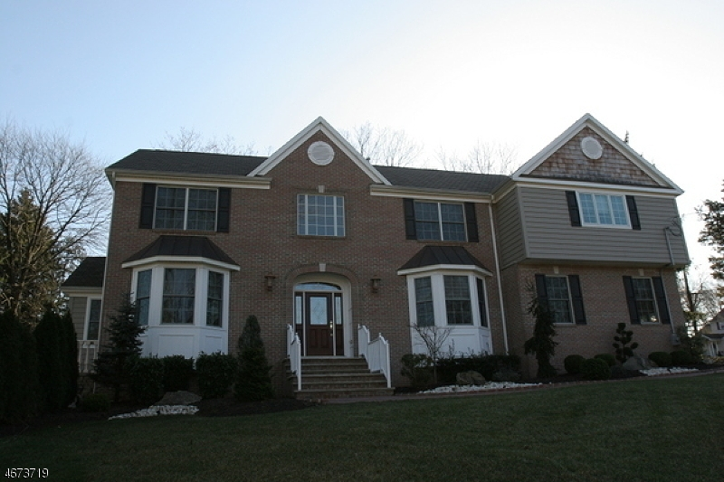 Maison unifamiliale pour l Vente à 6 Acken Drive Clark, New Jersey 07066 États-Unis