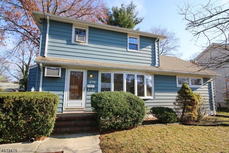独户住宅 为 出租 在 645 Roosevelt Blvd 帕拉默斯, 07652 美国