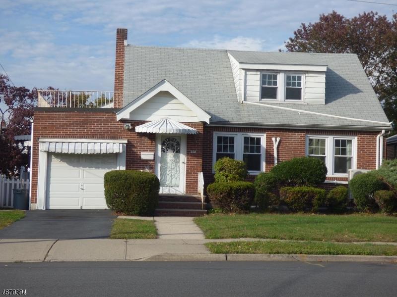 Maison unifamiliale pour l à louer à 208 Luddington Avenue Clifton, New Jersey 07011 États-Unis