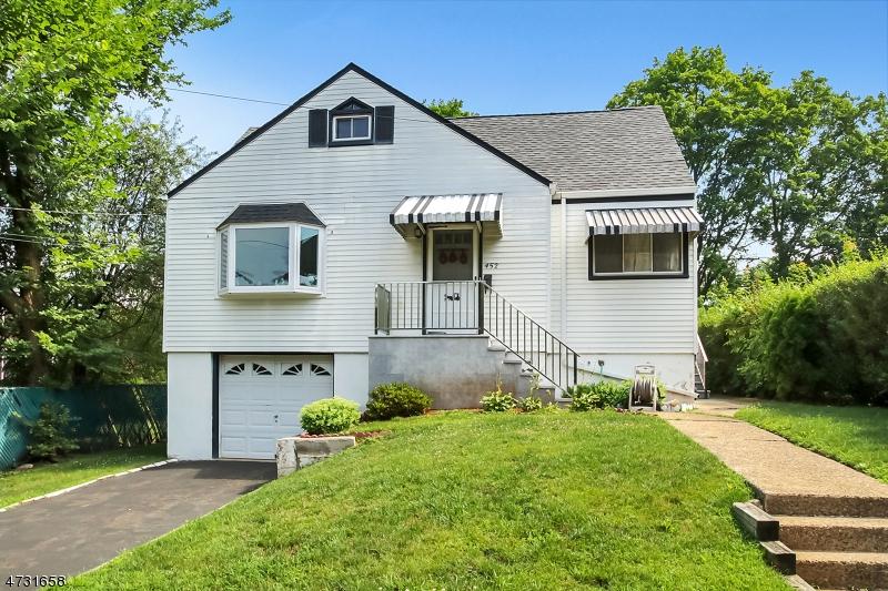 Частный односемейный дом для того Продажа на 452 Clubway Hackensack, Нью-Джерси 07601 Соединенные Штаты