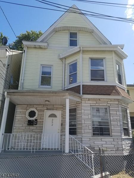 Casa Unifamiliar por un Alquiler en 252 N 4th Street Paterson, Nueva Jersey 07522 Estados Unidos