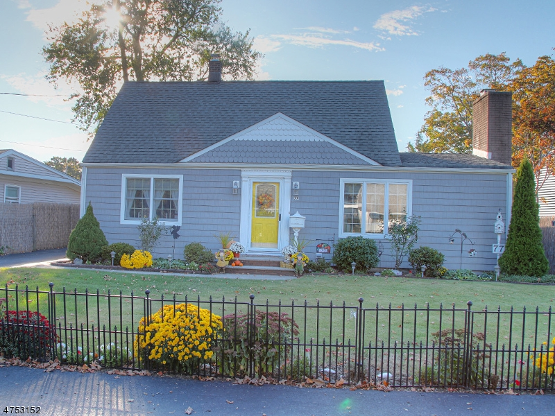 Single Family Home for Sale at 77 Burnside Place Wanaque, New Jersey 07420 United States