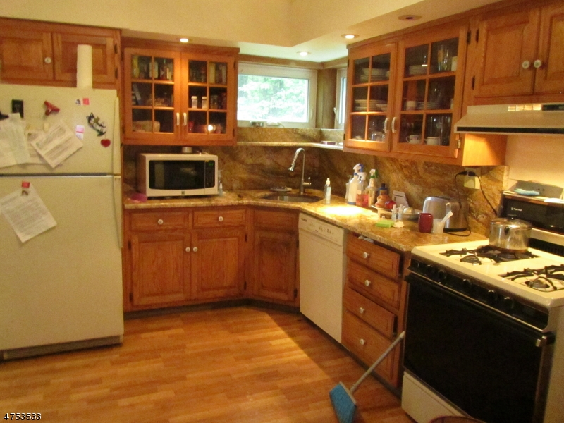 Additional photo for property listing at 25 Mapleshade Road  West Milford, Nueva Jersey 07421 Estados Unidos