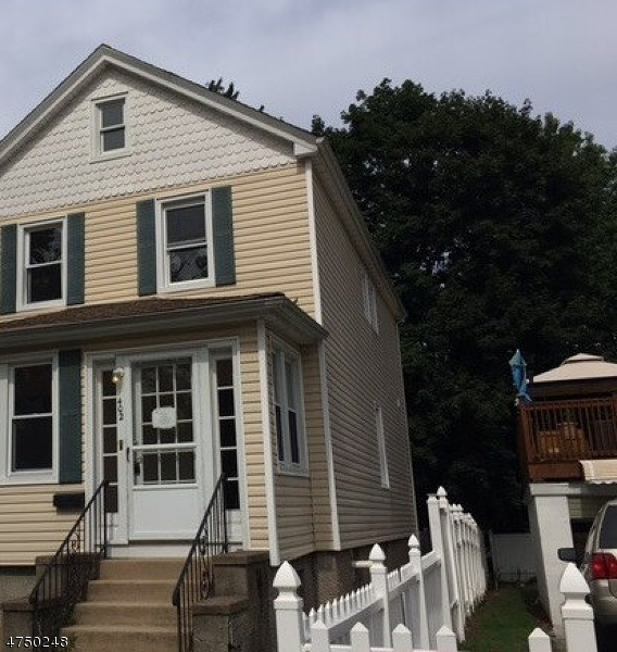 Maison avec plusieurs logements pour l Vente à 402 Leonia Avenue 402 Leonia Avenue Bogota, New Jersey 07603 États-Unis