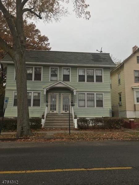 Maison avec plusieurs logements pour l Vente à 345-47 S CLINTON Street 345-47 S CLINTON Street East Orange, New Jersey 07018 États-Unis
