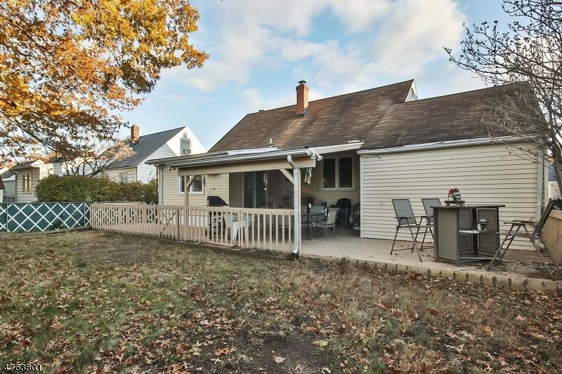 Частный односемейный дом для того Продажа на 93 Godwin Avenue Elmwood Park, Нью-Джерси 07407 Соединенные Штаты