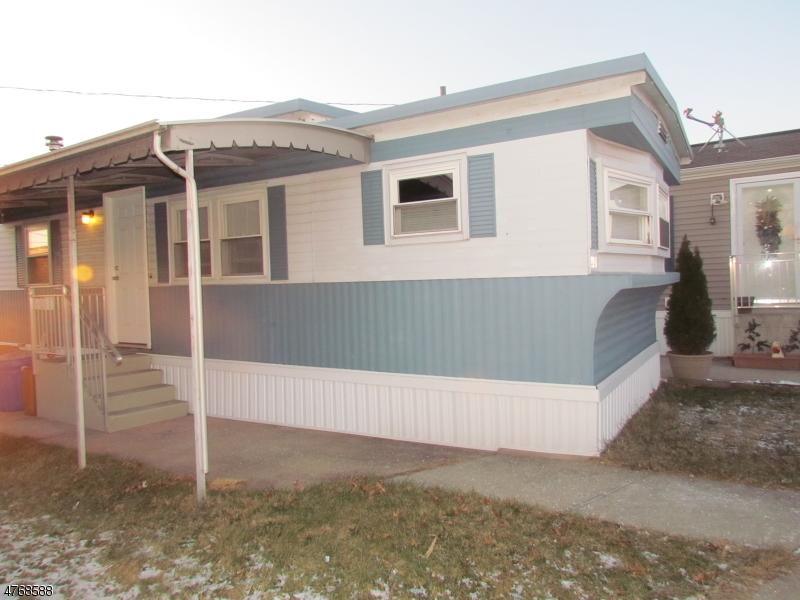 Nhà ở một gia đình vì Bán tại 1501 Roosevelt Avenue 1501 Roosevelt Avenue Carteret, New Jersey 07008 Hoa Kỳ