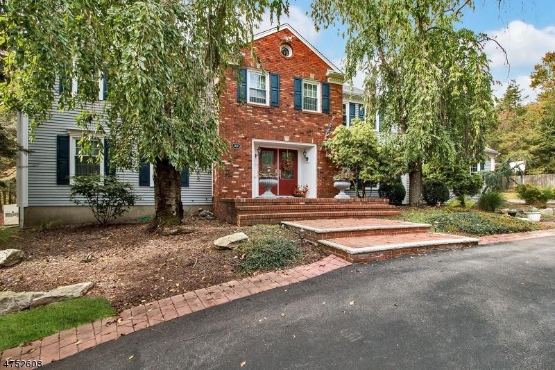 Tek Ailelik Ev için Satış at 38 Village Way 38 Village Way Branchburg Township, New Jersey 08876 Amerika Birleşik Devletleri