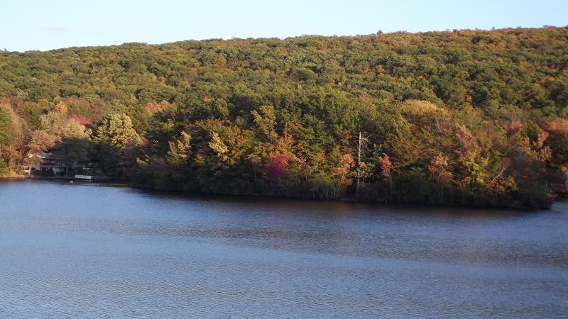 独户住宅 为 销售 在 215 Point Breeze Drive 西米尔福德, 新泽西州 07421 美国