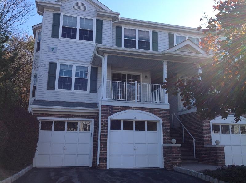 Vivienda unifamiliar por un Alquiler en 701 Buckland Court Denville, Nueva Jersey 07834 Estados Unidos