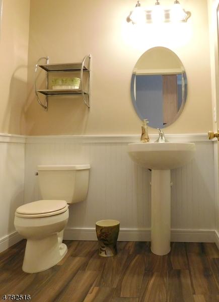 Additional photo for property listing at 8 Sarah Lane  Fairfield, Nueva Jersey 07004 Estados Unidos