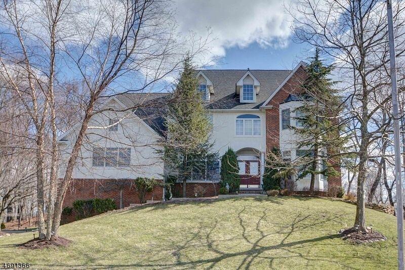 Casa Unifamiliar por un Venta en 25 Bakley Ter West Orange, Nueva Jersey 07052 Estados Unidos