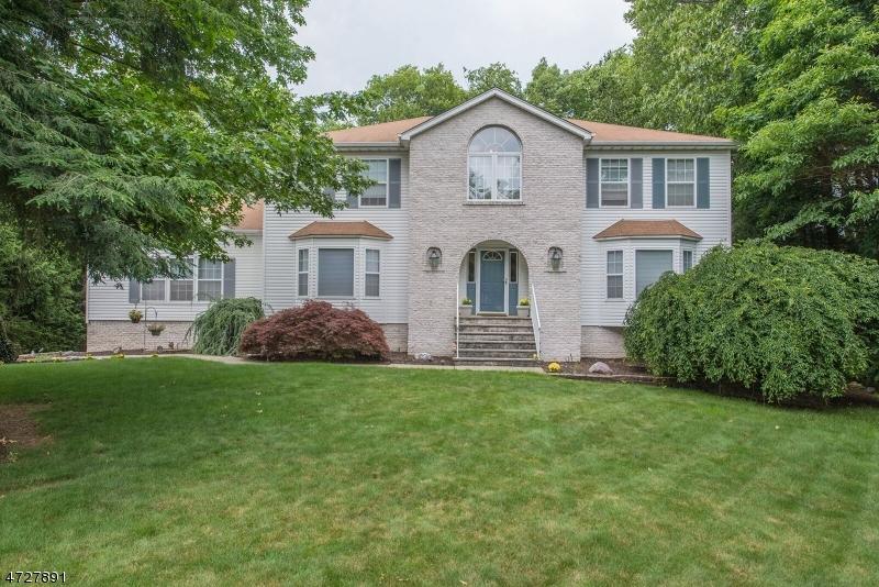 独户住宅 为 销售 在 15 ORLEANS Lane 西米尔福德, 新泽西州 07480 美国