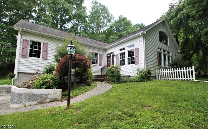 Casa Unifamiliar por un Venta en 23 BLUEBERRY HL Glen Gardner, Nueva Jersey 08826 Estados Unidos