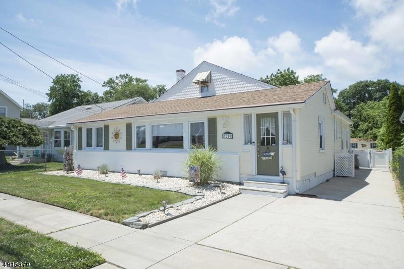 Maison unifamiliale pour l Vente à 1240 PINE TREE WAY Belmar, New Jersey 07719 États-Unis