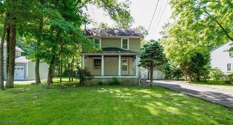 Property pour l Vente à 133 RIVER Road Long Hill, New Jersey 07946 États-Unis