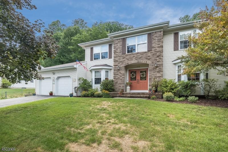 Nhà ở một gia đình vì Bán tại 106 CANAL WAY Hackettstown, New Jersey 07840 Hoa Kỳ