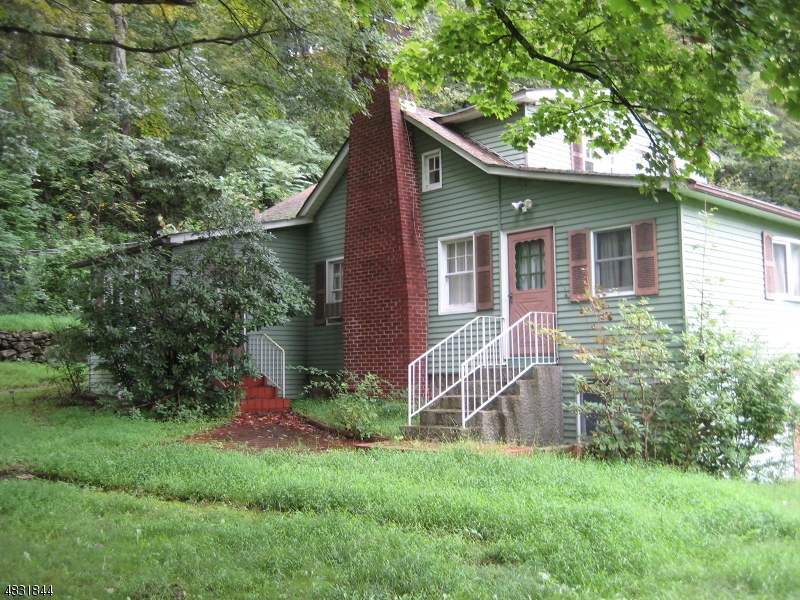 Maison unifamiliale pour l Vente à 30 BRIGHTON Road Andover, New Jersey 07821 États-Unis