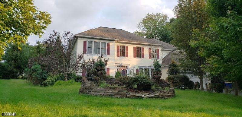 Villa per Vendita alle ore 141 TOP OF THE WORLD WAY Green Brook Township, New Jersey 08812 Stati Uniti