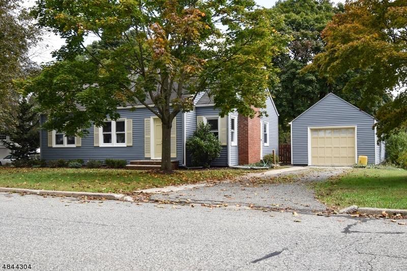 Maison unifamiliale pour l Vente à 610 E PROSPECT Street Hackettstown, New Jersey 07840 États-Unis