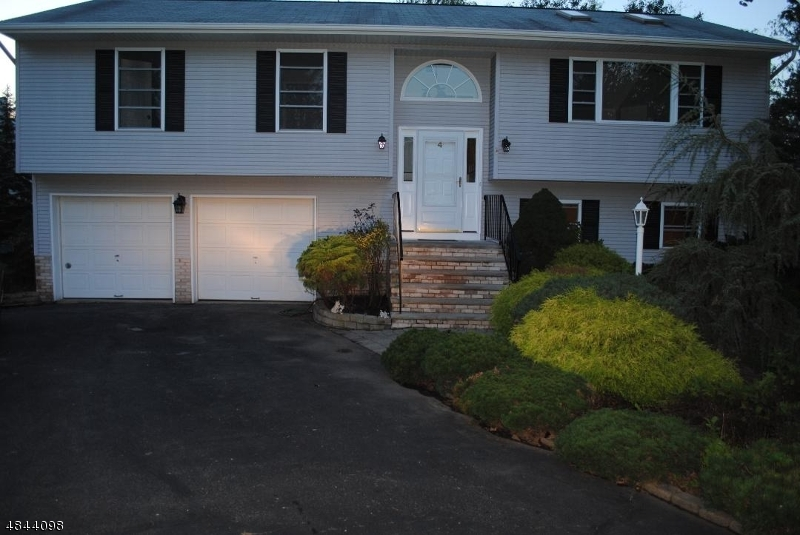 Single Family Home for Sale at 4 MABEY Lane Lincoln Park, New Jersey 07035 United States