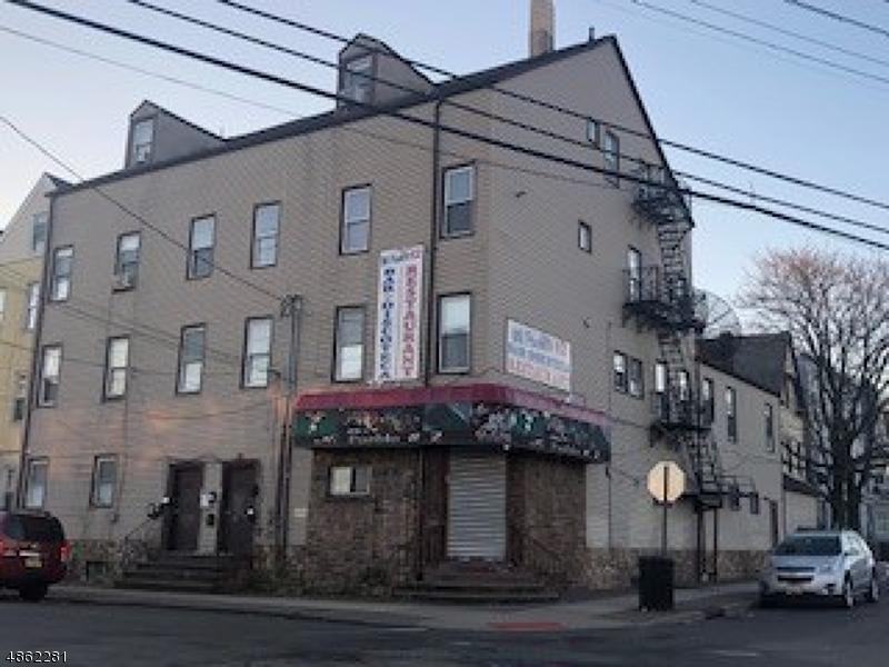Commercial pour l Vente à 62 4TH Avenue Paterson, New Jersey 07524 États-Unis