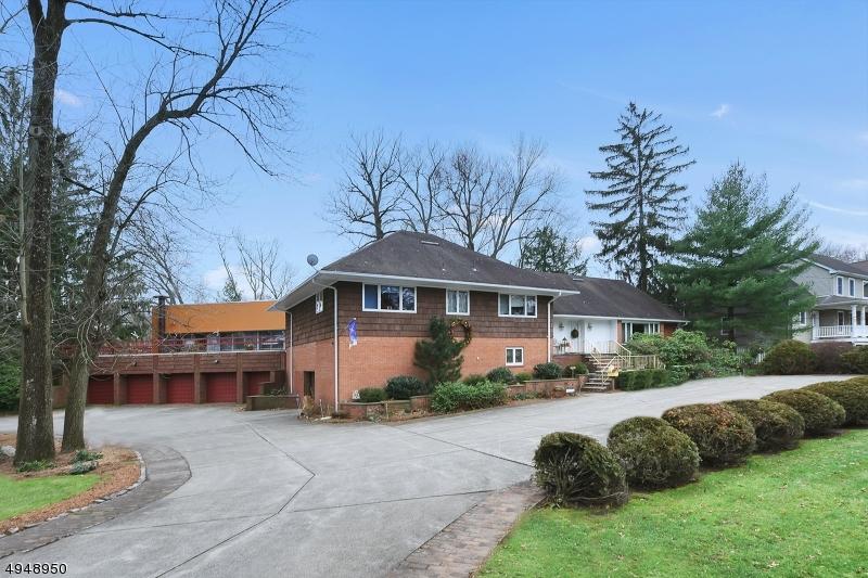 Single Family Homes für Verkauf beim Clifton, New Jersey 07013 Vereinigte Staaten