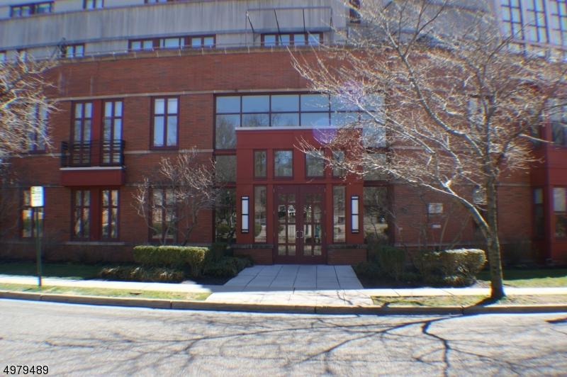 Condo / Townhouse için Satış at Glen Ridge, New Jersey 07028 Amerika Birleşik Devletleri