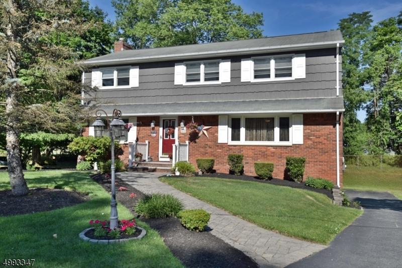 Single Family Homes para Venda às Butler, Nova Jersey 07405 Estados Unidos