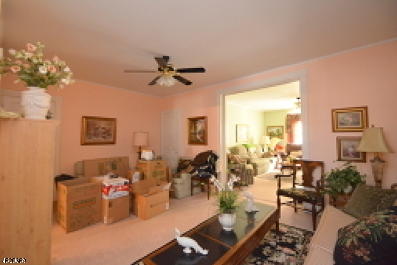 Additional photo for property listing at 413 S Main Street  Phillipsburg, Нью-Джерси 08865 Соединенные Штаты