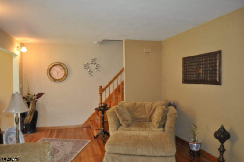 Additional photo for property listing at 180 Cedar Hill Avenue  Belleville, New Jersey 07109 États-Unis