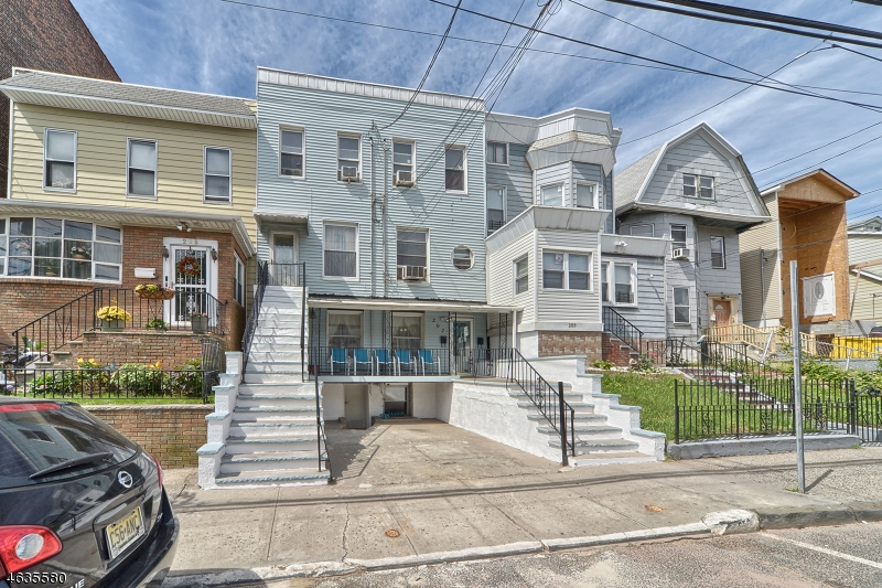 Additional photo for property listing at 207 Claremont Avenue  Jersey City, Нью-Джерси 07305 Соединенные Штаты