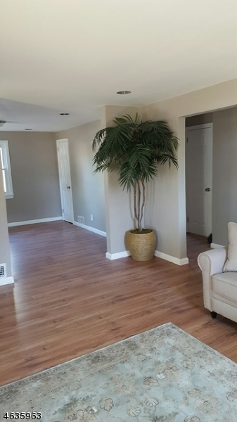 Additional photo for property listing at 902 Bower Street  Linden, New Jersey 07036 États-Unis