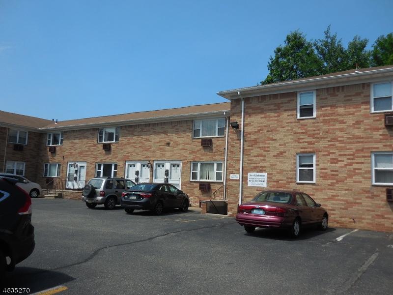 Maison unifamiliale pour l Vente à 432-434 TRENTON Avenue Paterson, New Jersey 07513 États-Unis