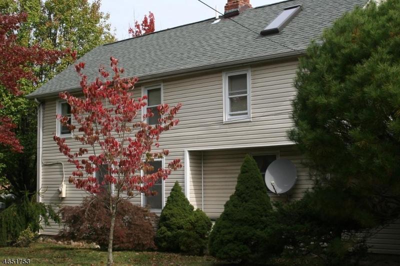 Частный односемейный дом для того Аренда на 90 Reynolds Avenue Whippany, Нью-Джерси 07981 Соединенные Штаты