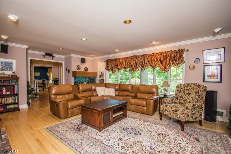 Additional photo for property listing at 640 Wishing Well Road  Wyckoff, New Jersey 07481 États-Unis