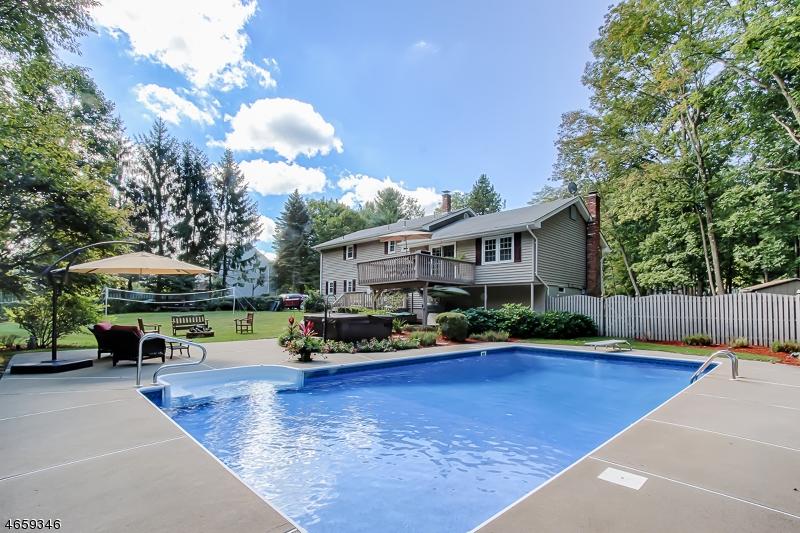 独户住宅 为 销售 在 57 Graphic Blvd 斯巴达, 新泽西州 07871 美国