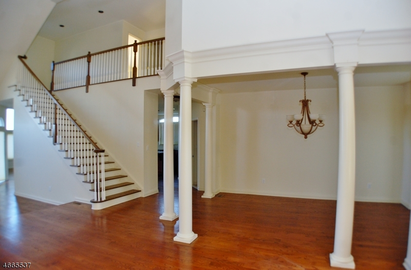 Additional photo for property listing at 9 Little Tarn Court  Hardyston, New Jersey 07419 États-Unis