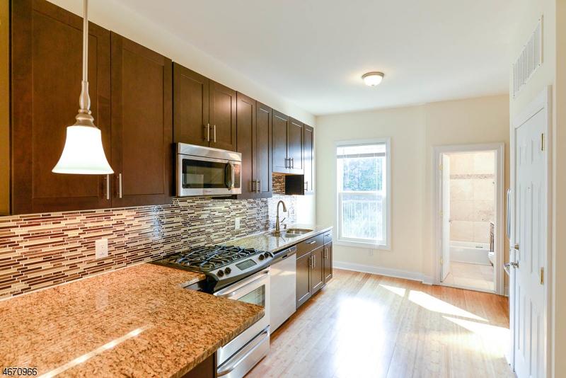 独户住宅 为 出租 在 125 Sherman Avenue 泽西城, 07307 美国