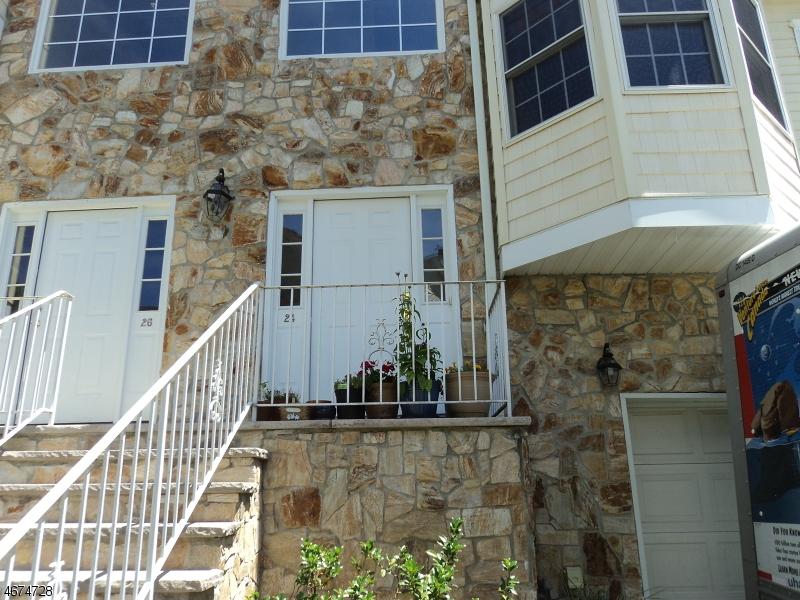 Частный односемейный дом для того Аренда на 24 24 Belle Oak Lane Belleville, Нью-Джерси 07109 Соединенные Штаты