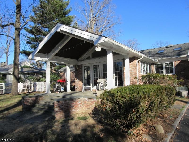 Частный односемейный дом для того Аренда на 243 OLDCHESTER Road Essex Fells, Нью-Джерси 07021 Соединенные Штаты
