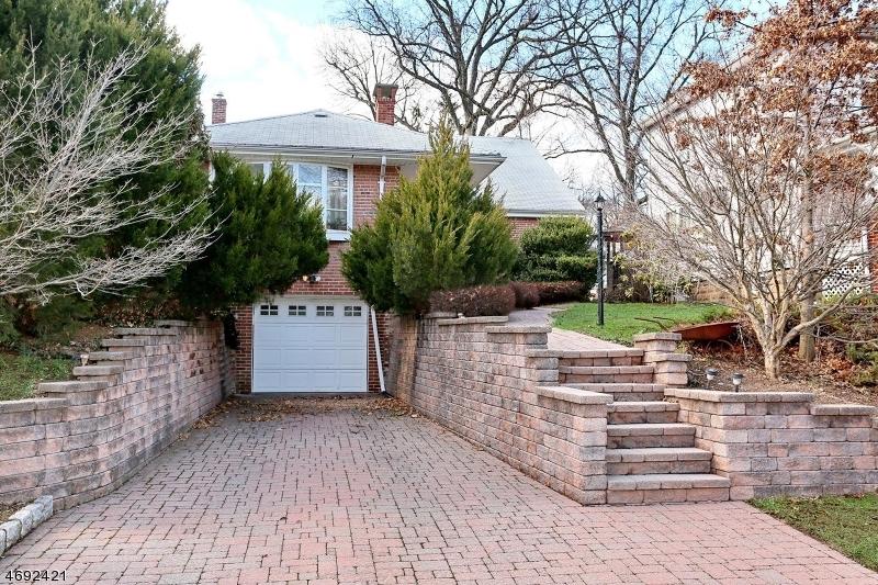 Частный односемейный дом для того Продажа на 717 Millbrook Road River Edge, Нью-Джерси 07661 Соединенные Штаты