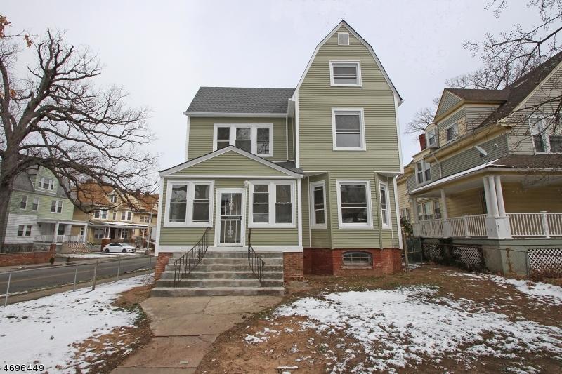 Maison avec plusieurs logements pour l Vente à 116 Carnegie Avenue East Orange, New Jersey 07018 États-Unis