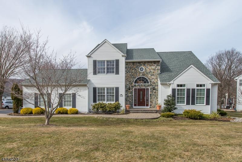 Частный односемейный дом для того Продажа на 28 Tamarack Drive Succasunna, Нью-Джерси 07876 Соединенные Штаты