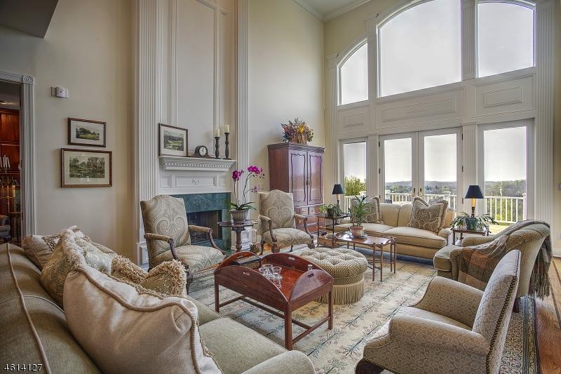 Maison unifamiliale pour l Vente à 12 Beacon Hill Drive Chester, New Jersey 07930 États-Unis