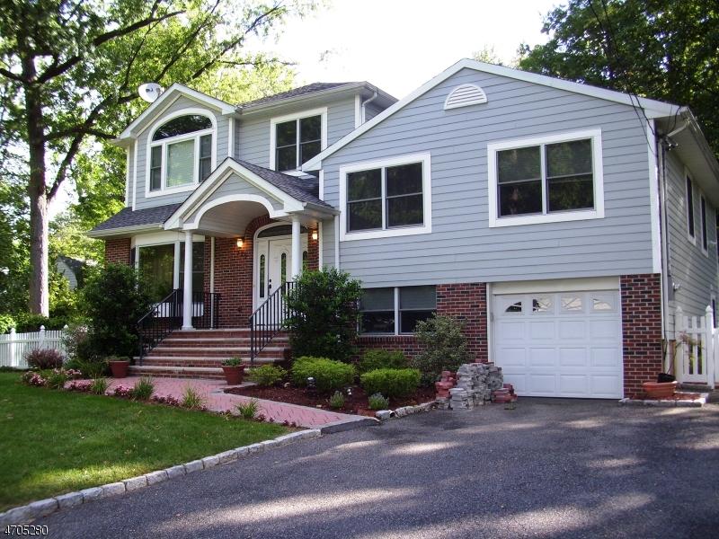 Частный односемейный дом для того Продажа на 779 Mabie Street New Milford, Нью-Джерси 07646 Соединенные Штаты